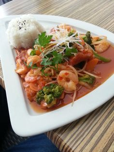 Thai Red Curry, Chicken, Meat, Ethnic Recipes, Food, Eating Well, Vienna, Different Types Of, Ethnic Food