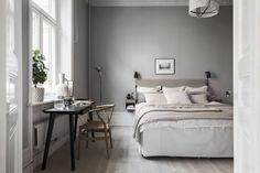 Understanding Bedroom Scandinavian Style and Decoration Affordable IKEA furniture is not just the alternative for Scandinavian kind of decor. Serene Bedroom, Cozy Bedroom, Beautiful Bedrooms, Bedroom Wall, Bedroom Decor, One Room Flat, Gravity Home, Kitchens And Bedrooms, Ideas Hogar