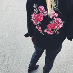 Watch my back 🌹✌🏻 #springjacket#garmentproduction#madebyorientalrisskov#mborisskov#application#decoration#fashioninspiration