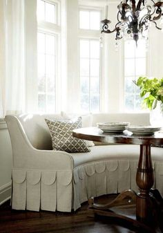 Small dining room decor idea - Curved Bench with scalloped upholstery detail, lovely bay window and chandelier. Kitchen Banquette, Banquette Seating, Kitchen Nook, Kitchen Seating, Corner Seating, Inspiration Room, Home Interior, Interior Design, Design Interiors
