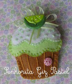 Os botões foram feitos  por mim e são de biscuit.  Agora os moldes:         Como há alguns  detalhes em miçangas, crochê, etc, vou ...