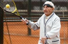 Este hombre cumplió 100 años y juega al tenis dos veces por semana | Argentina