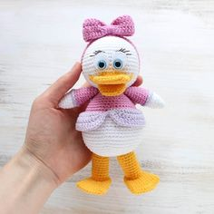"""Let's crochet a pretty Webby Duck, the character of popular cartoon """"Duck Tales"""". Use this free amigurumi pattern!"""