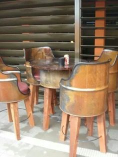 Gallon metal chairs and table … - Diy Furniture Barrel Furniture, Metal Furniture, Repurposed Furniture, Industrial Furniture, Diy Furniture, Furniture Design, Antique Furniture, Antique Desk, Furniture Websites