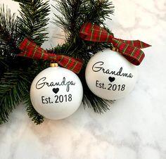 Pregnancy Announcement Christmas Ornaments | Grandma & Grandpa Christmas Ornaments | Pregnancy Reveal Idea