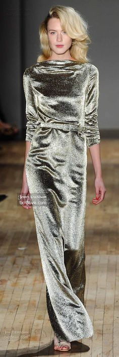 Jenny Packham Spring 2015 Collection is filled with memorable & feminine designs fashioned after Jenny's muse for the season, Marilyn Monroe Gold Fashion, High Fashion, Spring Fashion, Womens Fashion, Couture 2015, Jenny Packham, Narciso Rodriguez, Beautiful Outfits, Evening Dresses
