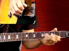 #Blues #Guitar #Lesson - Larry Carlton - 335 Blues - B Minor Blues: Soloing
