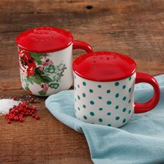 The Pioneer Woman Country Garden Range Top Salt and Pepper Shakers Floral NEW Pioneer Woman Dishes, The Pioneer Woman, Pioneer Woman Kitchen, Pioneer Woman Recipes, Pioneer Women, Tabletop Accessories, Red And Teal, Rental Decorating, Kitchen Redo