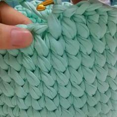Aprendam como fazer esse acabamento lindo nos cestos de malha   #fiosdemalha #videoaula #crochet  By @haticenin_cicileri
