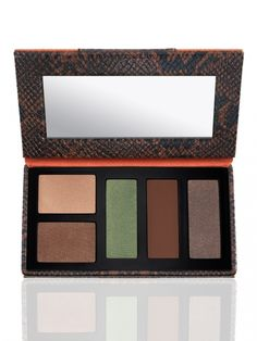 quintessentially travel chic shadow palette - 2013 This kit includes 5 glamorous eye shadows: Sexy Makeup, Makeup Kit, Makeup Products, Makeup Trends 2017, 2017 Makeup, Chic Shadow, Travel Chic, Makeup For Green Eyes, Luxury Beauty