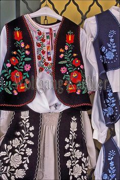 Beautiful traditional folkloric embroidery of Hungary. Hungarian Embroidery, Folk Embroidery, Cross Stitch Embroidery, Embroidery Patterns, Ethnic Fashion, Womens Fashion, Embroidered Clothes, Folk Costume, Embroidery Techniques