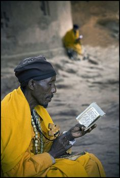 Praying pelgrim. Lalibela, Ethiopië