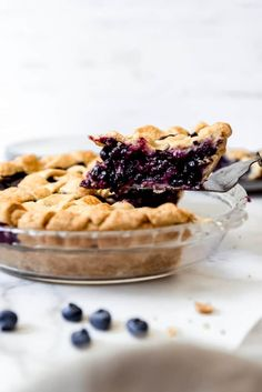 Deliciously sweet and juicy with a buttery, flaky crust, nothing quite compares to a classic Homemade Blueberry Pie! It's the ultimate summer dessert with plump, fresh or frozen blueberries for an easy blueberry pie filling and my perfect pie crust that wins every time! #pie #blueberries #blueberrypie #best #recipe #easy #fresh #frozen #fromscratch #homemade Best Blueberry Pie Recipe, Blackberry Pie Recipes, Homemade Blueberry Pie, Cream Pie Recipes, Homemade Pie, Blueberry Recipes, Summer Desserts, Fun Desserts, Delicious Desserts