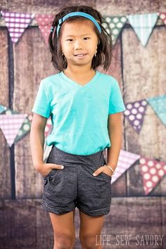 Classic knit shorts with a cute gathered pocket detail that make these shorts just a little bit special. With a free printable pdf pattern you can make these shorts for you little one and make again as she grows. Comfortable for play, but cute enough going out as well.