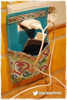 Anemic of Anique: Charging station of Machwerk . Anemic of Anique: Charging station of Machwerk …. Diy Projects To Try, Craft Projects, Sewing Projects, Craft Ideas, Fun Crafts, Diy And Crafts, Arts And Crafts, Fabric Crafts, Sewing Crafts
