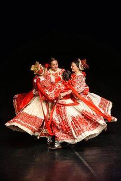 Europe I A traditional dance, Posavina, Bosnia - Croatia - Serbia Mexican Costume, Folk Costume, Greek Dancing, Folk Clothing, European American, Beautiful Costumes, Wise Women, People Of The World, Traditional Dresses