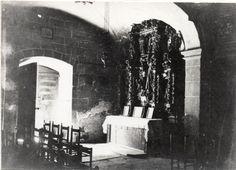 """""""Portal Xic"""" de l'Església de Sant Martí d'Arenys de Munt. L'altar era barroc i estava dedicat a Sant Antoni. Va ser cremat durant la guerra civil. Arxiu Valls-Torrent.  #ArenysdeMunt #Maresme"""