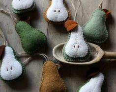 Image of pdf tutorial - apple and pear felt ornament how-to