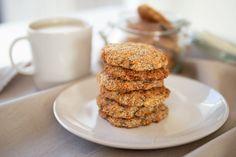 Mindenmentes zabkeksz I Egyszerű, variálható, gyors I Edd magad szabaddá Almond, Cookies, Desserts, Food, Crack Crackers, Tailgate Desserts, Deserts, Biscuits, Essen