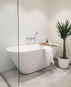 Scandinavian Bathroom / Home design ideas Large White Tiles, Bathroom Inspiration, Bathroom Ideas, Bathroom Storage, Washroom Tiles, Bathroom Inspo, Bathroom Remodeling, Modern Bathtub, Bathtub Remodel