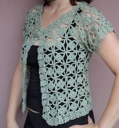 Linda peça em crochê, pode ser usado com top, regata, blusa de manga curta ou longa por baixo. Pode ser feito em qualquer cor. Tamanho médio.preço exclusivo para última peça. R$ 189,00