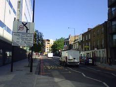 07:30 AM Okay! It is time to head to school. It remind me when I was in London where every weekday I walked up along Goswell Road in Islington borough. Incredible vibe.