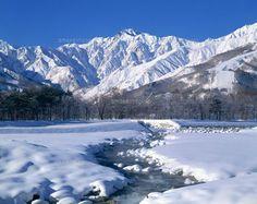 冬の五竜岳と松川 (c)SHINICHI SASAKI/SEBUN PHOTO