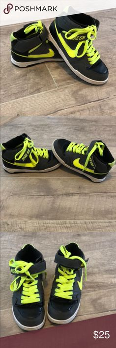 Boy's Size 13C Nike Sneakers These are boy's size 13C Nike Sneakers! They are dark gray, black and a bright green (lime green color). They are in excellent condition and were only worn once! There are no stains or holes/wear! For size reference, my son is 7 and out grew these. Nike Shoes Sneakers