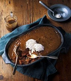 This seriously is one of the best sticky toffee pudding recipes you will ever taste. It goes wonderfully with our toasted nut and demerara ice cream (link to recipe below). Tolle Desserts, Just Desserts, Dessert Recipes, British Desserts, Sticky Toffee Pudding Cake, Panna Cotta, Toffee Sauce, Toffee Recipe, Pudding Recipes