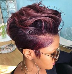 2018 Winter Hair Color Ideas for Black Women. Bold and Vibrant hair color shades for the winter 2018 season. This winter it's time to break free from mundane hair shades of black and brown an… color ideas for black women Hair Color Shades, Hair Color Purple, Short Hair Colors, Curly Hair Styles, Natural Hair Styles, Corte Y Color, Hair Color Highlights, Winter Hairstyles, Burgundy Hairstyles
