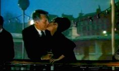 Cary Grant, Audrey Hepburn, kissing in ''Charade'' 1963 Golden Age Of Hollywood, Vintage Hollywood, Hollywood Style, New Movies, Good Movies, Audrey Hepburn Charade, Best Movie Couples, I Movie, Movie Stars