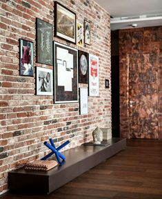 Ideas Brick Wall Decor – For all you people out there who are lucky enough to have exposed brick walls in your residence, we are no investigate jealous. A brick wall adds vibes and warmth to any room. Home Deco, Brick Feature Wall, Feature Walls, Brick Wall Decor, Brick Interior, French Interior, Appartement Design, Exposed Brick Walls, Urban Loft