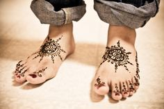 simple circles. Henna on Indian brides feet