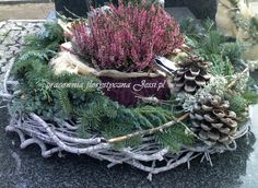 me ~ florystyka żałobna dekoracje nagrobne - Christmas Arrangements, Christmas Centerpieces, Christmas Urns, Christmas Wreaths, Grave Decorations, Seasonal Decor, Holiday Decor, Cemetery Flowers, Funeral Flowers