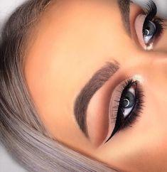 🔥🔪 Smokey Cut Crease 🔪🔥 I love how this look turned out! Cut creases are definitely becoming a fav 🙊😍 ________________________ BROWS… Glitter Eye Makeup, Blue Eye Makeup, Eye Makeup Tips, Makeup Ideas, Cut Crease Tutorial, Eyeliner Tutorial, Best Eyeshadow For Brown Eyes, Champagne Eyeshadow, Pigment Eyeshadow