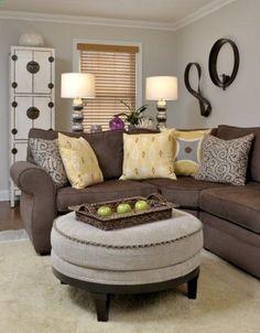 sala-com-sofa-marrom-almofadas