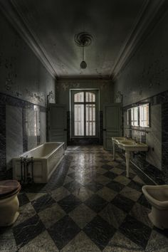 1 of the 4 bathrooms in the abandoned Chateau Lumiere.