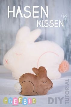 Hasenkissen in zwei Größen: Kuscheltier und Sofakissen aus Nickiplüsch - Anleitung & Schnittmuster Freebie von pattydoo | bunny cushion - DIY tutorial & sewing pattyern by pattydoo
