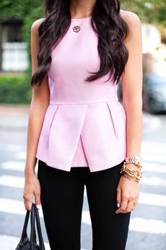 Tibi Pink Peplum Top and Hudson Black Skinny Jeans. -- love peplum and structured tops Looks Style, Style Me, Mode City, Cute Work Outfits, Summer Outfits, Diy Mode, Mein Style, Office Looks, Work Attire