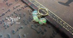 小さな宝石に見えるのは虹のかけら未来の夢をそっと胸元に身につける。エチオピア産プレシャスオパールのロンデルを3粒付けた作品です。気軽に誕生日石を身につけたい。...|ハンドメイド、手作り、手仕事品の通販・販売・購入ならCreema。