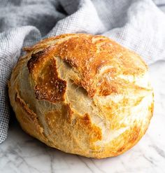 Easy No Knead Bread Recipe is made with only 4 ingredients and 5 minutes of prep! Homemade dutch oven bread that Dutch Oven Bread, Dutch Oven Recipes, Easy Bread Recipes, Homemade Sandwich Bread, Best Homemade Bread Recipe, Knead Bread Recipe, No Knead Bread, Easy Cooking, Cooking Recipes