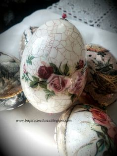 Easter eggs decoupage Egg Crafts, Easter Crafts, Diy And Crafts, Arts And Crafts, Easter Show, Easter Egg Designs, Faberge Eggs, Ornaments Design, Egg Art