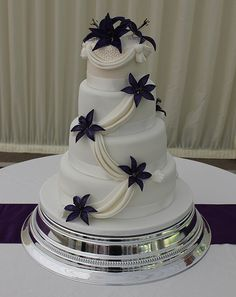 Purple lily wedding cake!