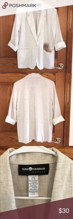 VINTAGE🔥 Linen Blend Blazer! Amazing Vintage Sag Harbor brand blazer in a cream polyester/rayon/linen blend size 14P. Some awesome light shoulder pad action going on and front pockets with a front pearly button closure. Approx. measurements laying flat- chest: 21in, shoulders: 17in, waist: 21.5in, length: 28in. In excellent vintage condition with no rips or stains. There is one area that has a pull as shown in picture that is barely noticeable unless inspecting super close. Gorgeous blazer…