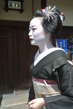"""GEISHA.....ON FACEBOOK....... it may be dancing and playing traditional tunes or just chatting and playing various board games. There is a distinction between specialized geishas in dance and other: the former are nicknamed Tachikata (""""standing"""") or odoriko (""""dancer""""), while the others are called Jikata (""""base"""") because they sit down to play and sing while others dance......"""