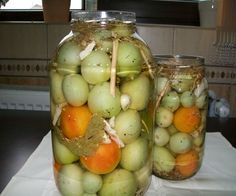 Gogonele murate | Bucatarie Traditionala Retete Culinare Diy Cans, Romanian Food, Fermented Foods, Canning Recipes, Fruits And Vegetables, Veggie Recipes, Pickles, Cucumber, Food To Make
