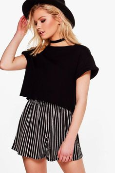 New Boohoo Black And White Striped Shorts 6 Flowy Shorts, Striped Shorts, Sequin Shorts, Hot Shorts, Navy Shorts, Casual Outfits For Teens, Stylish Outfits, Teen Outfits, Pretty Outfits