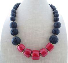 Collana con lava nera e corallo rosso, collana con pietre dure, gioielli estate