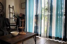 フィンランドのVALLILA社製生地使用の本格北欧カーテンです。デザインが素晴らしく、天然素材を使った生地にデザインしていますので、風合いも素敵です。お部屋の主役にぜひ!