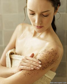 Wake-Up Scrub ~ Put those coffee grounds to use in this skin-softening body scrub. Don't let the cold weather damage your skin. Exfoliate with these homemade scrubs and rubs for smooth, bright skin. Homemade Beauty, Diy Beauty, Beauty Hacks, Beauty Solutions, Beauty Bar, Homemade Gifts, Uses For Coffee Grounds, Diy Body Scrub, Diy Scrub